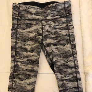 Black and white Lululemon leggings